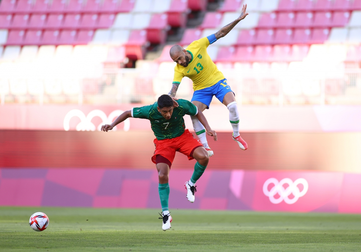 Brazil vẫn nhỉnh hơn Mexico về thời lượng kiểm soát bóng. (Ảnh: Reuters).