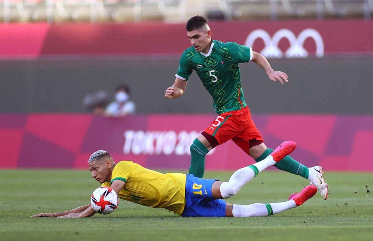 Mexico đang chơi phòng ngự - phản công sắc nét. (Ảnh: Reuters).
