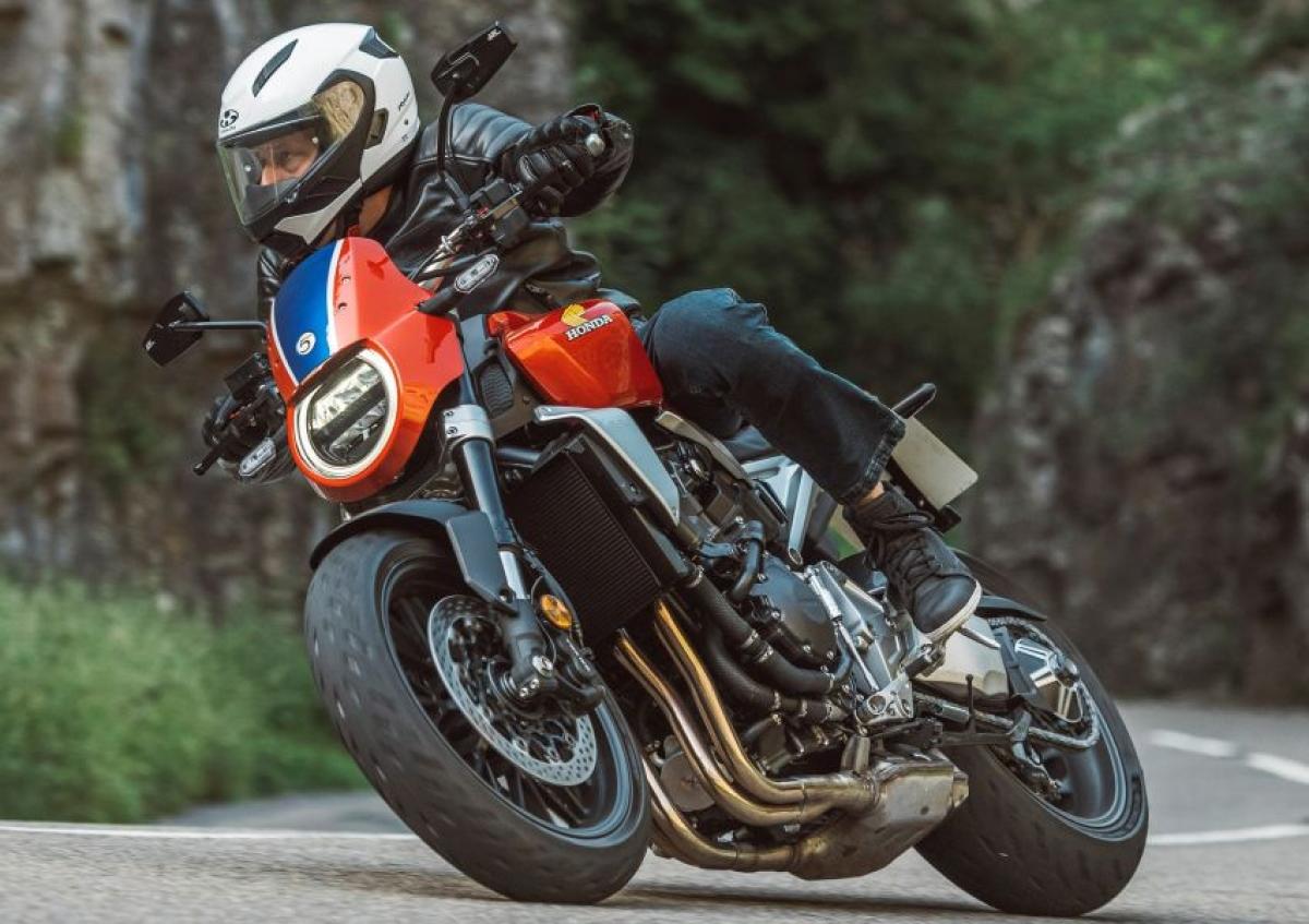 Thuộc phân khúc naked sport, chiếc CB1000R 5Four là mẫuxeđược nâng cấp từ nguyên bản CB1000RNeo Sport Cafetheo phong cách từ các tay đua của đội đua Honda Racing Corporation (HRC). CB1000R 5Four có mức giá 16.954 bảng Anh (tương đương 542 triệu đồng) khi đặt hàng tại bất cứ chi nhánh nào của Honda Motorcycles UK.