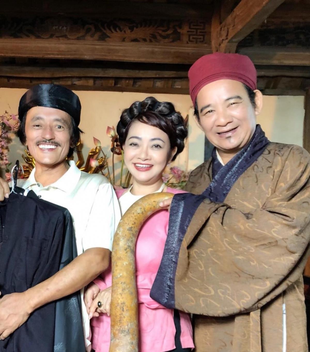 Diễn viên Trà My cùng hai nghệ sĩ Giang Còi và Quang Tèo.