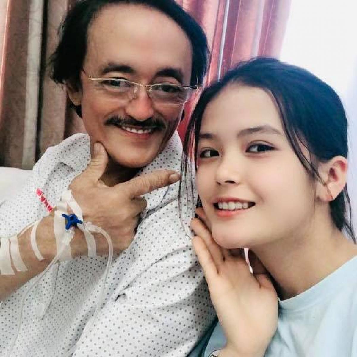 Nghệ sĩ Giang Còi cùng con gái.