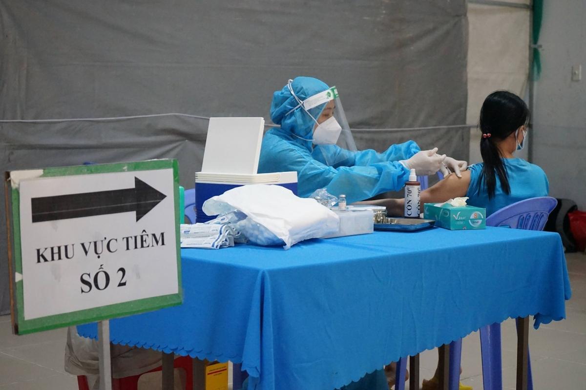 TP.HCM triển khai tiêm vaccine cho người dân.