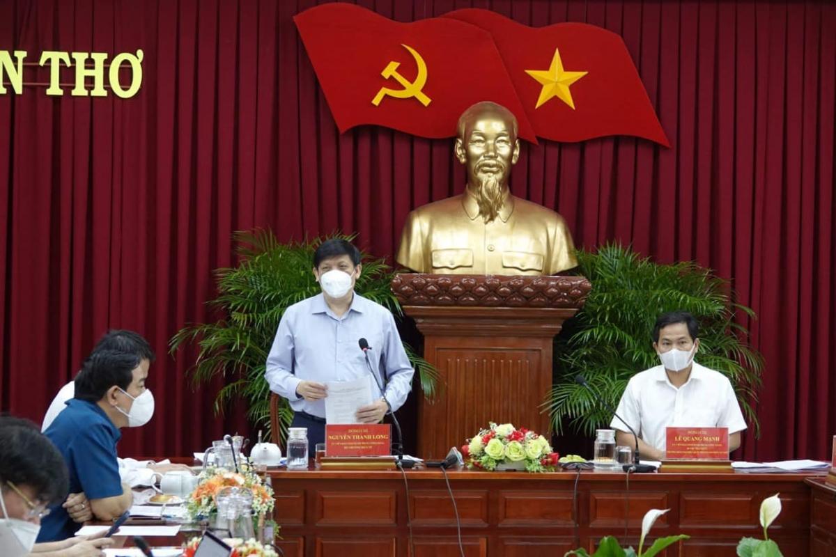 Bộ trưởng Bộ Y tế Nguyễn Thanh Long làm việc tại Cần Thơ ngày 31/7.