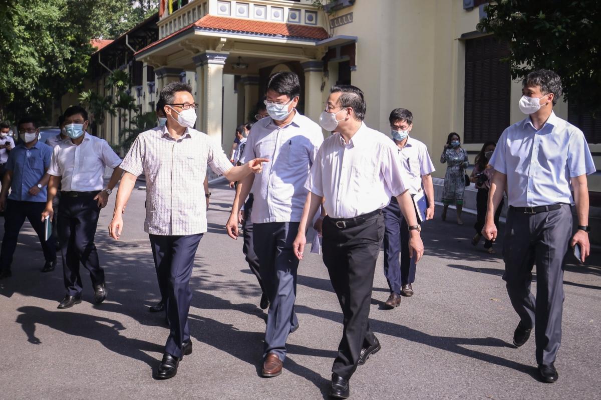 Phó Thủ tướng Vũ Đức Đam, Trưởng Ban Chỉ đạo Quốc gia về phòng, chống dịch COVID-19 thị sát và kiểm tra đột xuất công tác phòng, chống dịch trên địa bàn Thủ đô Hà Nội.