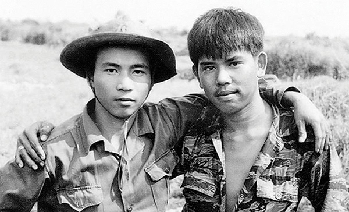 """Bức ảnh """"Hai người lính"""" mang thông điệp hòa bình, thống nhất và hòa hợp dân tộc."""