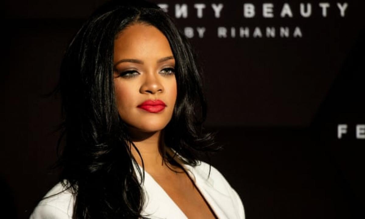 Theo ước tính của Forbes, với khối tài sản lên đến 1,7 tỷ USD, Rihanna là ca sĩ giàu có nhất thế giới.