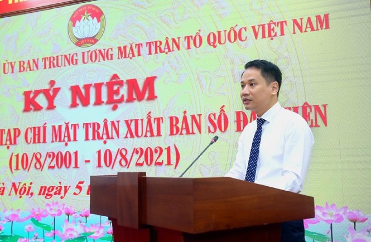 Phó Tổng Biên tập phụ trách Tạp chí Mặt trận - ông Trương Thành Trung phát biểu tại buổi lễ.