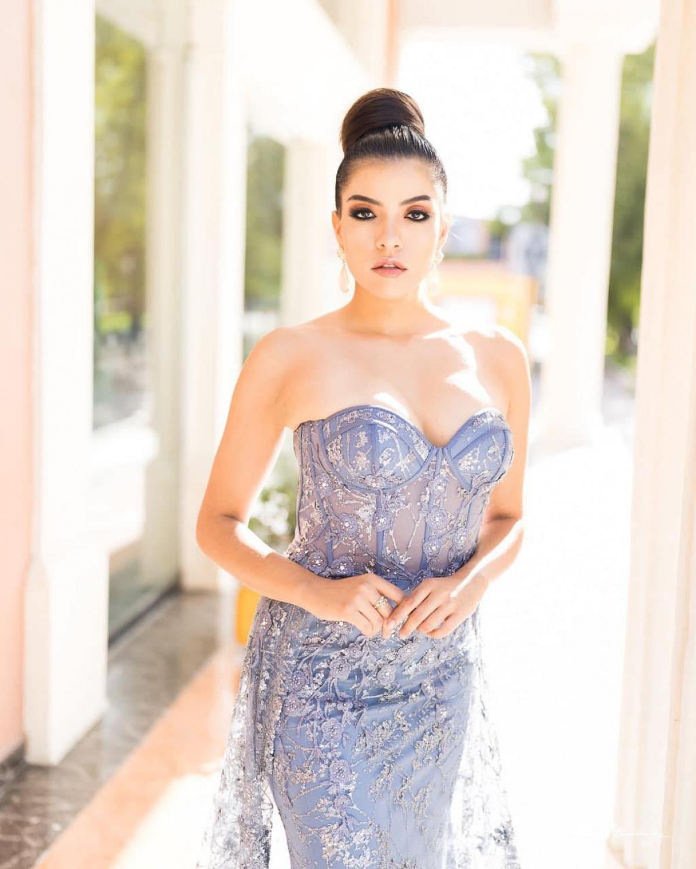 Ngoài ra, cô cũng là đồng sáng lập tạp chí điện tử Go Magazine Mexico.