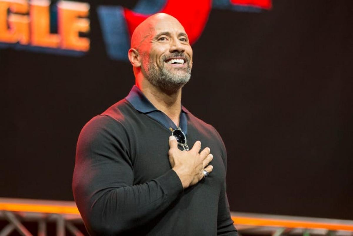The Rock - từ cầu thủ bóng bầu dục thất bại đến siêu sao Hollywood | VOV.VN