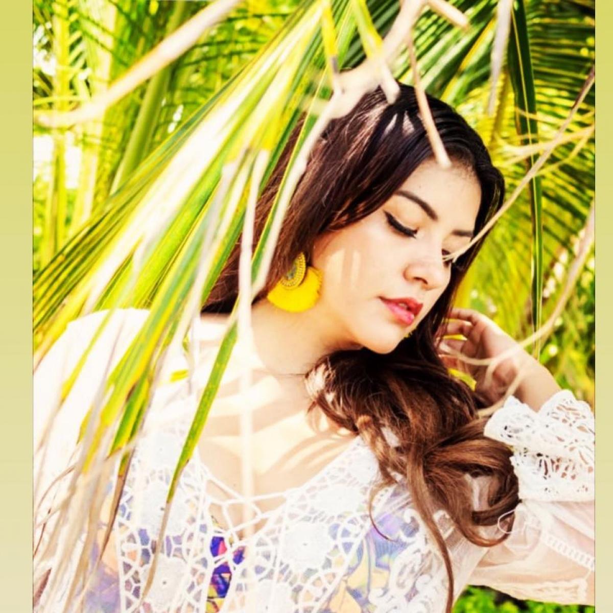 Palmira Ruiz tốt nghiệp chuyên ngành quan hệ công chúng. Cô cũng là vũ công ba lê chuyên nghiệp.