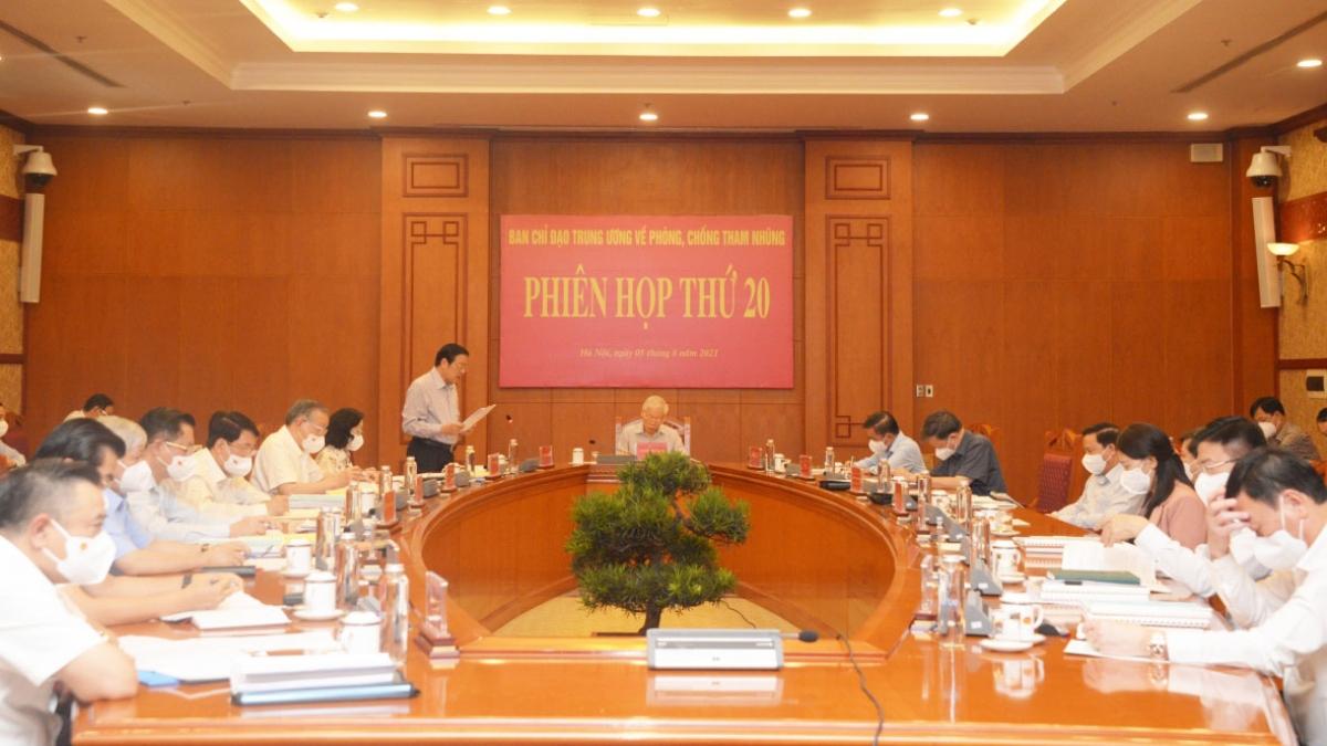 Ông Phan Đình Trạc - Ủy viên Bộ Chính trị, Bí thư Trung ương Đảng, Trưởng Ban Nội chính Trung ương báo cáo tại Phiên họp.
