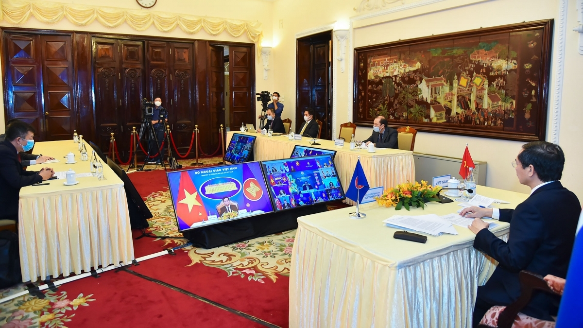 Foreign Minister Bui Thanh Son attendsthe ASEAN-RoK Foreign Ministers' Meeting held via teleconference.