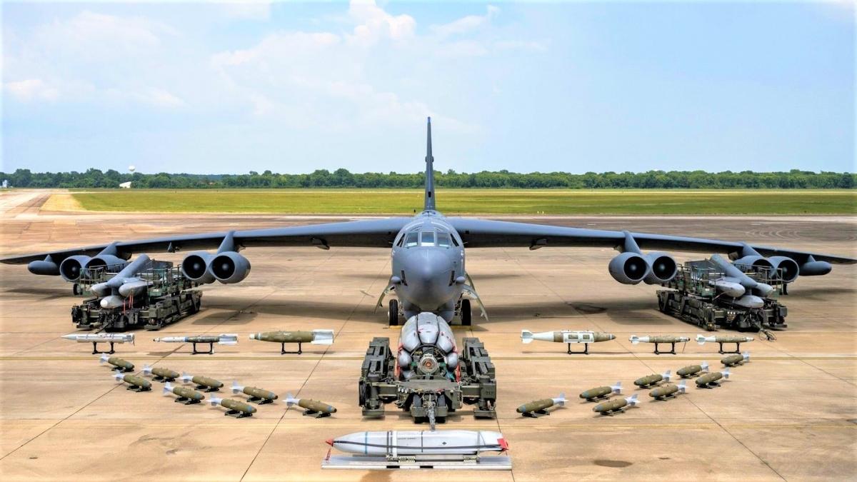 Chiếc B-52H với vũ khí mới tại căn cứ Không quân Barksdale, Louisiana; Nguồn: thedrive.com