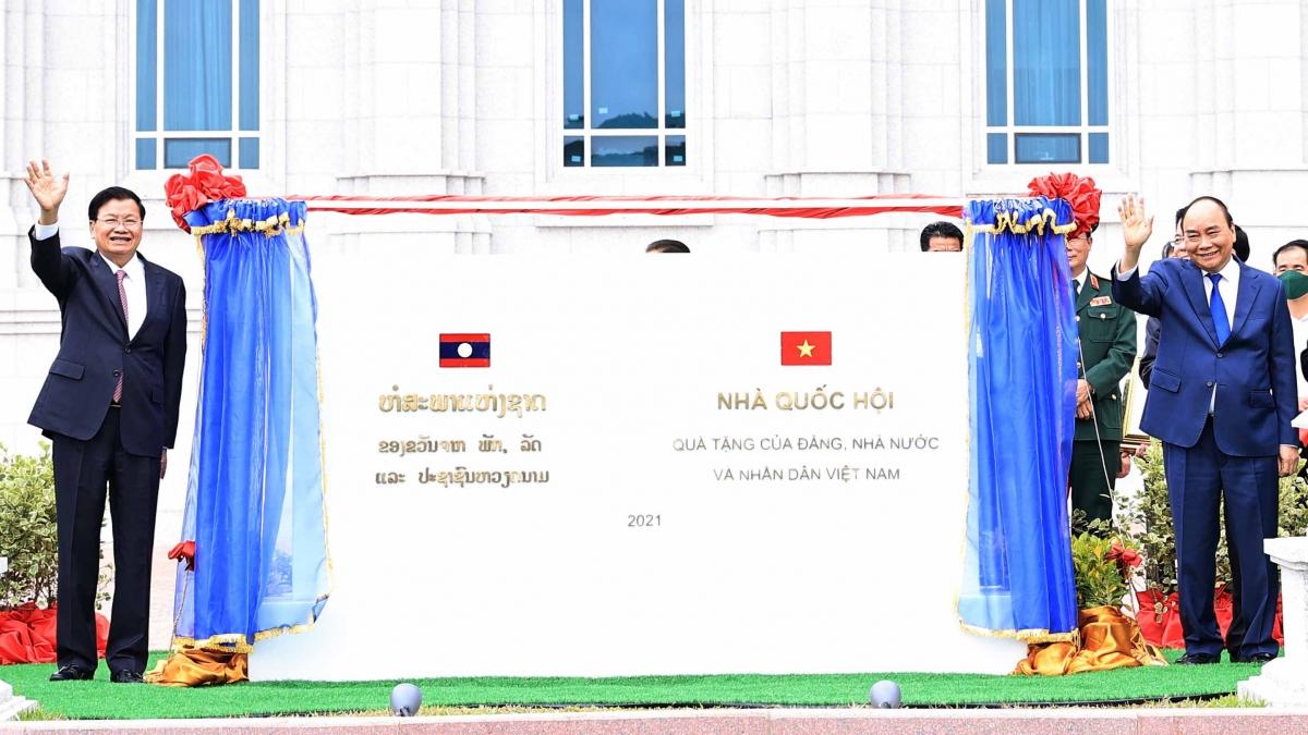 Lãnh đạo hai nước dự Lễ khánh thành và trao tặng công trình Nhà Quốc hội Lào