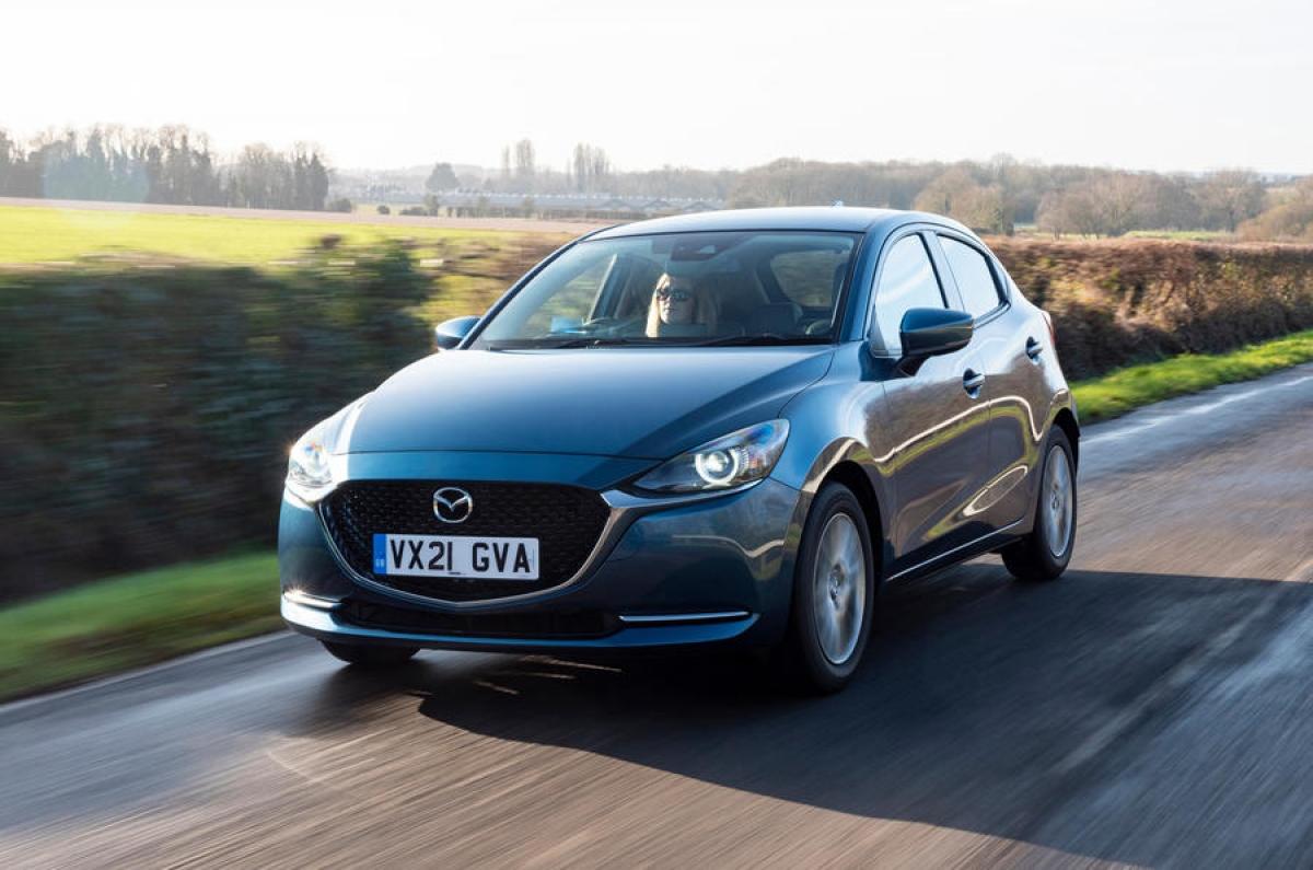 Mazda 2 phiên bản nâng cấp 2022 sẽ có 7 phiên bản với mức giá khởi điểm từ 16.475 bảng Anh (tương đương 526 triệu đồng) cho bản SE-L.