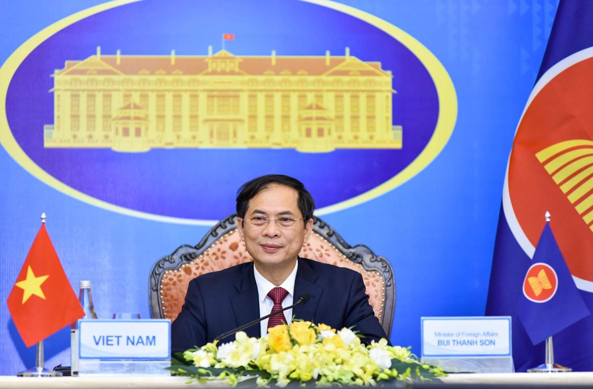 Bộ trưởng Ngoại giao Bùi Thanh Sơn dẫn đầu đoàn Việt Nam tham dự Hội nghị Bộ trưởng Ngoại giao ASEAN lần thứ 54.