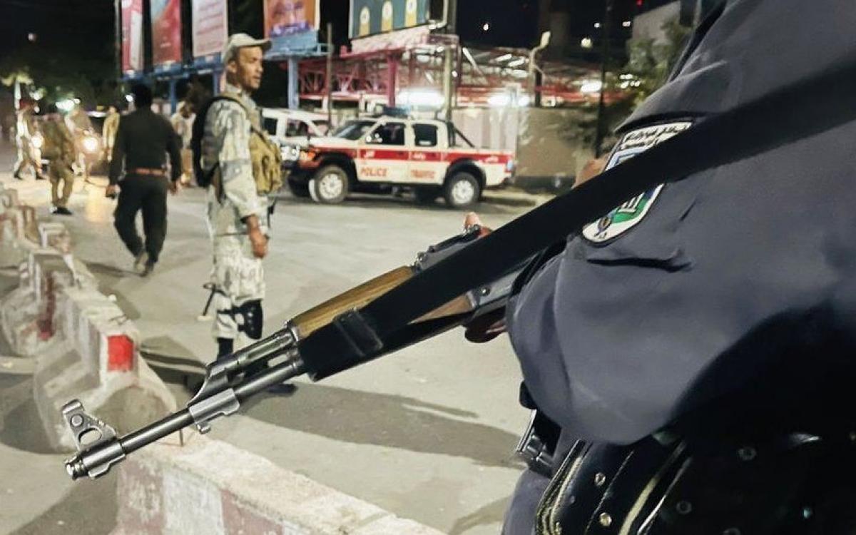 Lực lượng an ninh Afghanstan có mặt tại hiện trường vụ tấn công. Ảnh: Getty.