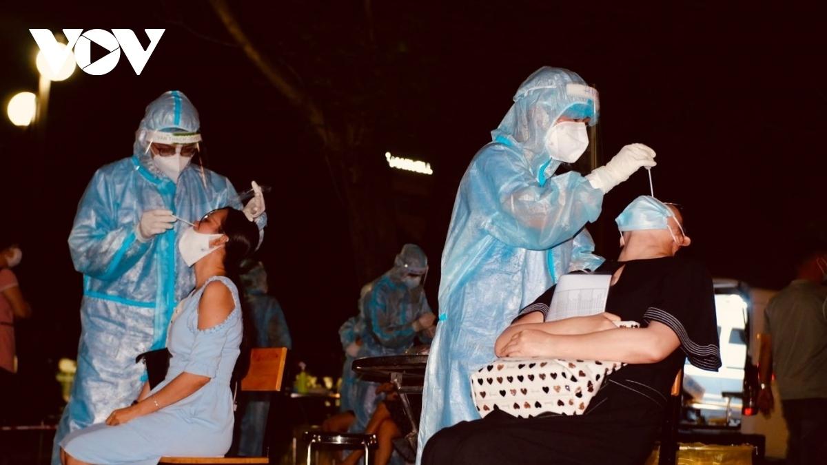 Chiều 5/8 Việt Nam có thêm 3.301 ca mắc COVID-19, riêng TP.HCM có 1.537 ca.