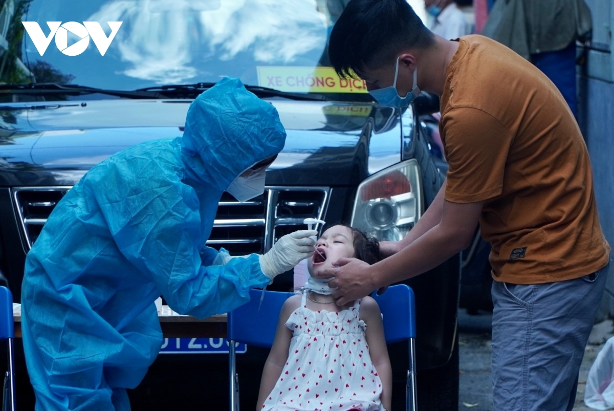 Trong ngày 3/8, Việt Nam có 8.377 ca mắc COVID-19, riêng TP.HCM có 4.171 ca.