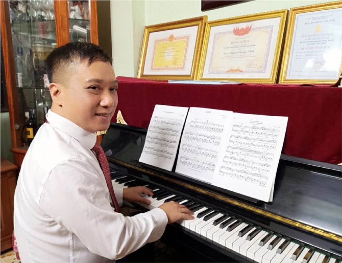 anh_vinh_choi_dan_piano_246202116.jpg