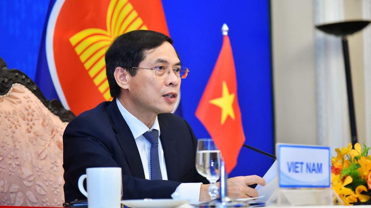 Bộ trưởng Ngoại giao Bùi Thanh Sơn đã tham dự Hội nghị trực tuyến Bộ trưởng Ngoại giao ASEAN+3.