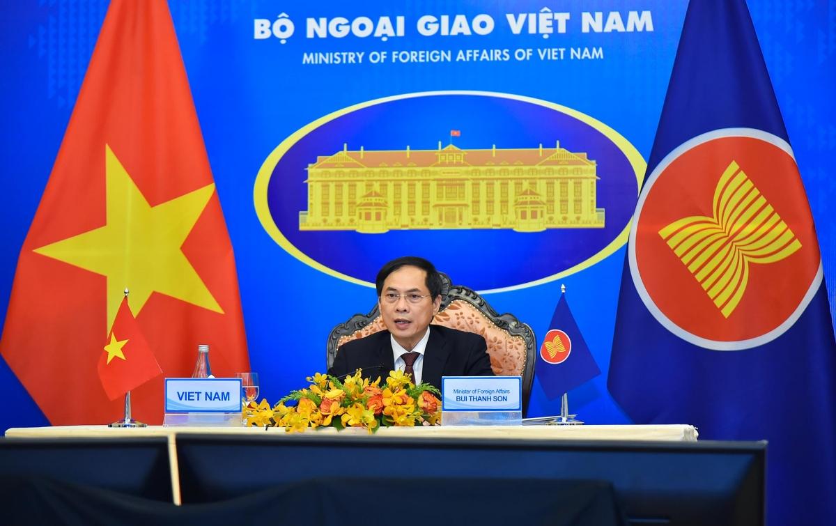 Bộ trưởng Bùi Thanh Sơn.