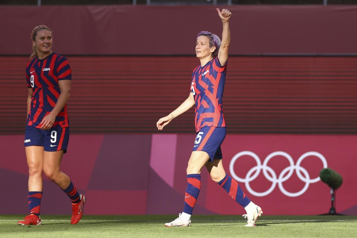 ĐT nữ Mỹ nhanh chóng vượt lên từ phút thứ 8 với cú đá phạt góc thành bàn của Rapinoe.
