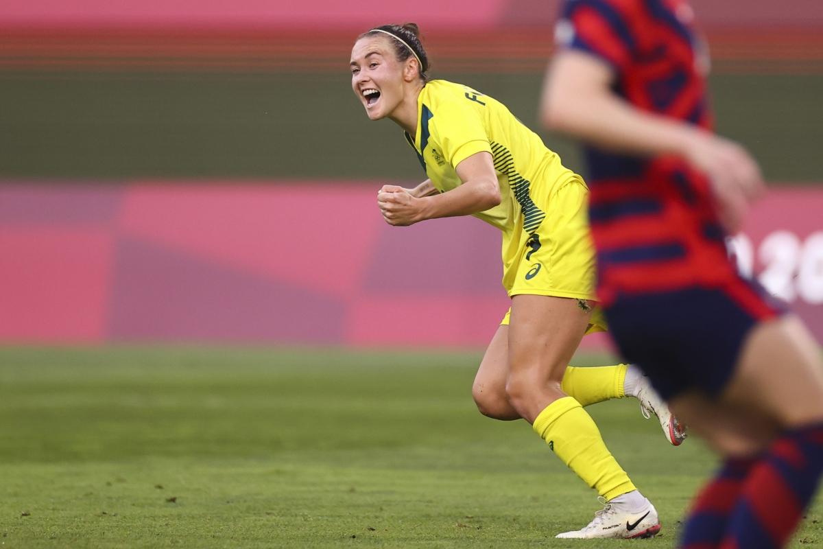 Foord rút ngắn cách biệt xuống 2-4 cho Australia ở phút 54.