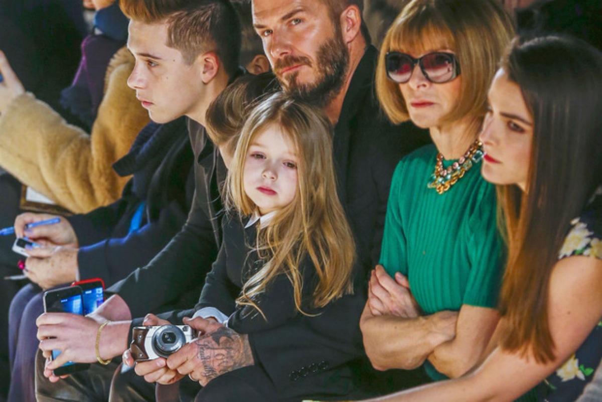 """""""Bà đầm thép"""" Anna Wintour luôn dành vị trí bên cạnh mình cho cô bé đáng yêu nhà Beckham"""