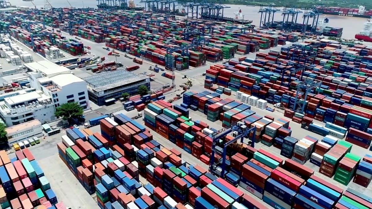 Bộ GTVT kiến nghị Thủ tướng nhiều giải pháp cấp bách để khơi thông hoạt động khai thác hàng xuất nhập khẩu tại cảng Cát Lái.