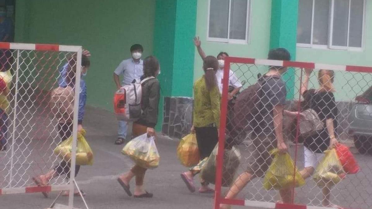Bệnh nhân Covid-19 ở Bình Dương khỏi bệnh được xuất viện về nhà