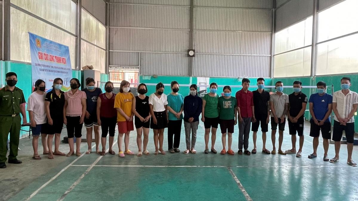 Trong số các con bạc bị bắt quả tang có cả cán bộ, công chức đang công tác tại một số xã của huyện Trùng Khánh, tỉnh Cao Bằng.
