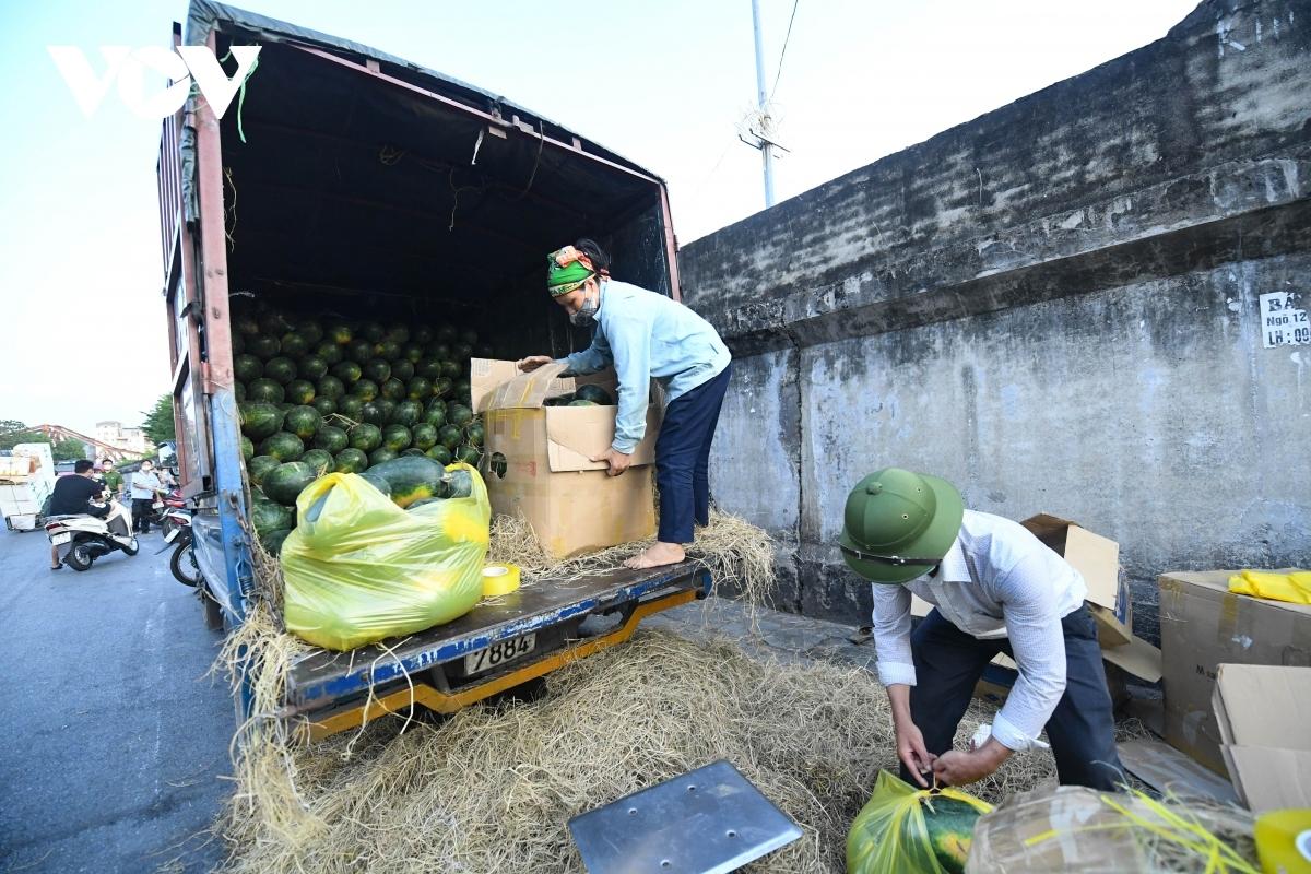 Hà Nội tiếp tục kết nối với 21 tỉnh, thành phố cung cấp hàng hóa qua các kênh phân phối và 800 chuỗi cung ứng nhằm cân đối cung cầu trong giãn cách.