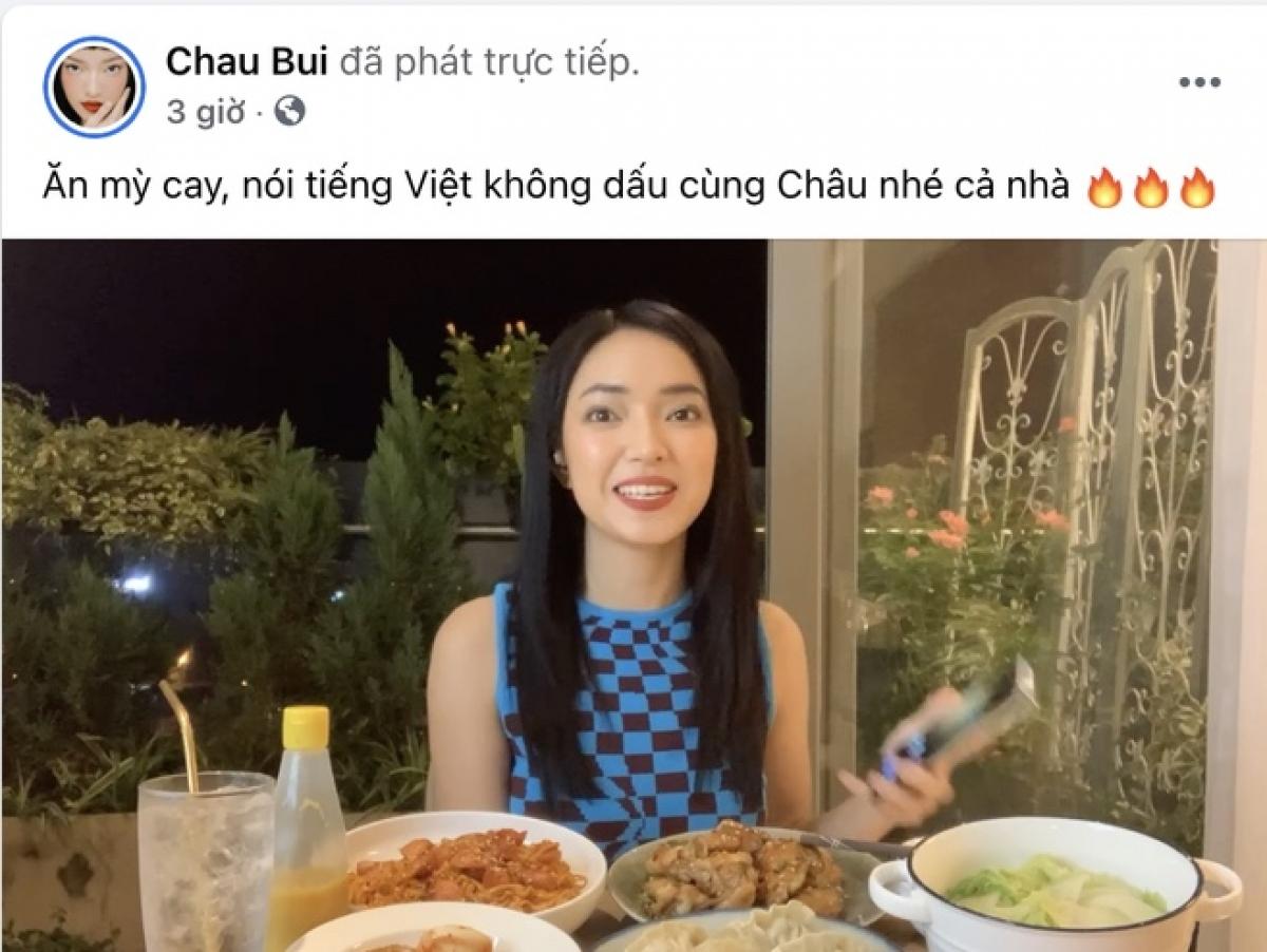 Livestream thực hiện thử tháchvừa ăn mỳ cay, vừachơi trò giải những câu đố bằng tiếng Việt không dấu của Châu Bùi gây ra nhiều tranh cãi.