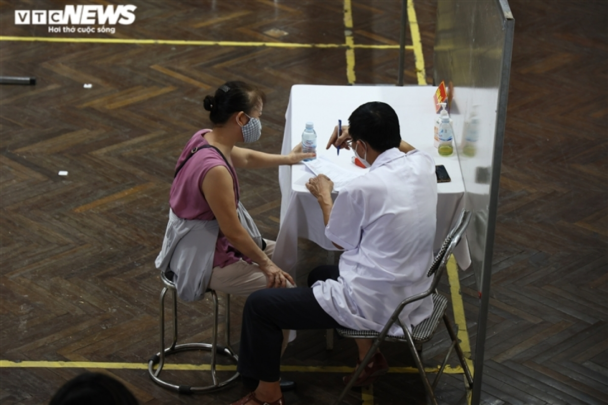Doctors offer consultation to residents.
