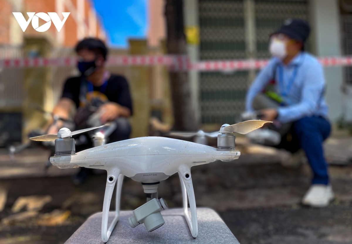 """The administration of Hai Chau district installs a camera system, uses drones, and mobilises patrol teams to monitor people to ensure they """"stay where they are""""."""