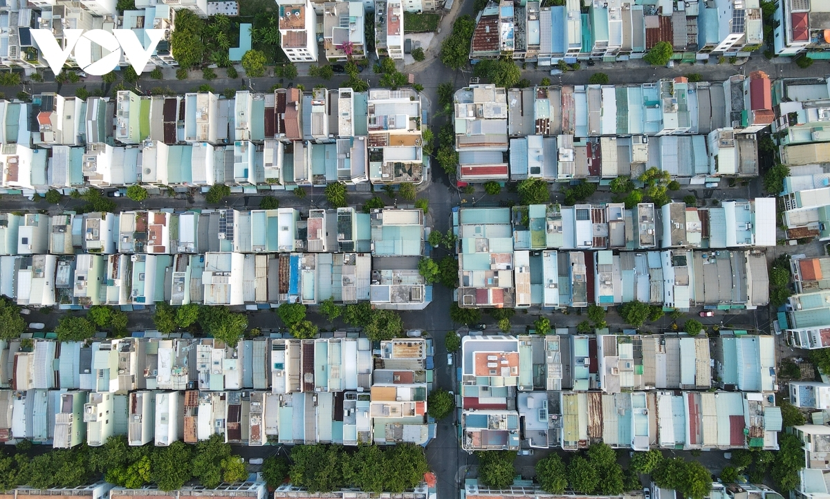 A residential area on Cao Xuan Duc street in Hai Chau district is recorded through a drone on August 29.