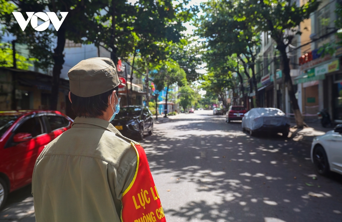 All 13 wards in the coronavirus hotspot of Hai Chau district see COVID-19 prevention measures tightened during the ongoing lockdown period.