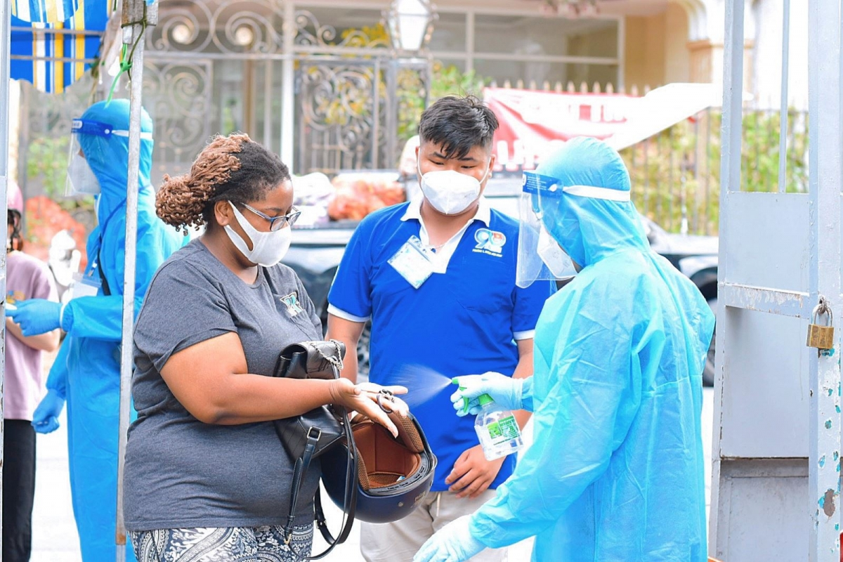 Foreigners are required to wear face masks and use hand sanitizer before entering the inoculation site.