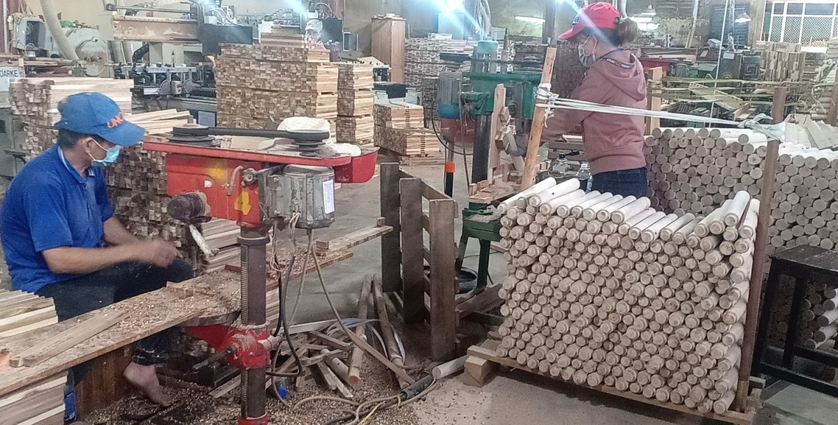 Hoạt động sản xuất công nghiệp tiếp tục gặp nhiều khó khăn.