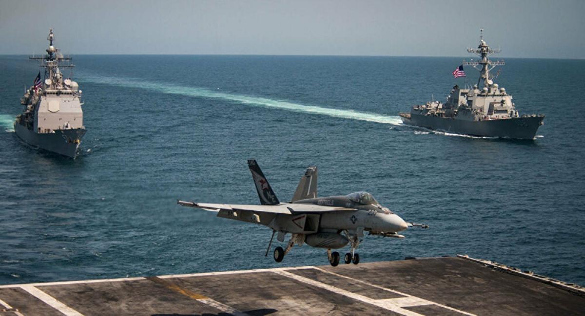 F/A-18E hạ cánh trên tàu sân bay USS Carl Vinson của Hải quân Mỹ, tháng 5/2017. Ảnh: Reuters