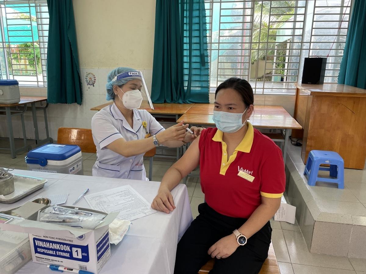 Đến nay, mới chỉ có khoảng 10.000 nhân viên trong tổng số 40.000 nhân viên làm việc trong ngành bán lẻ và cung cấp hàng tiêu dùng của Masan được tiêm vaccine