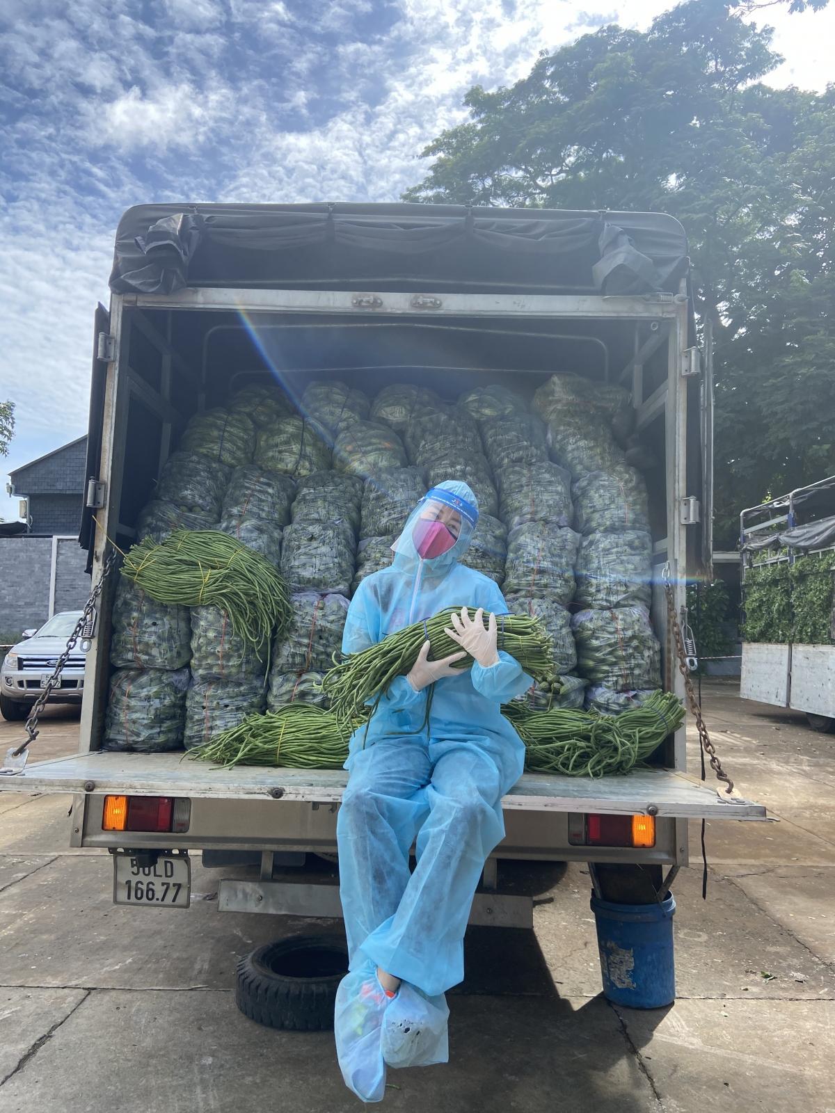 """Dự án """"10 tấn thực phẩm 0 đồng"""" bắt đầu với mục tiêu vận động và mua thực phẩm để trao tặng bà con, người lao động đang gặp nhiều khó khăn, không có thực phẩm dự trữ trong những ngày giãn cách trên địa bàn TP. HCM."""