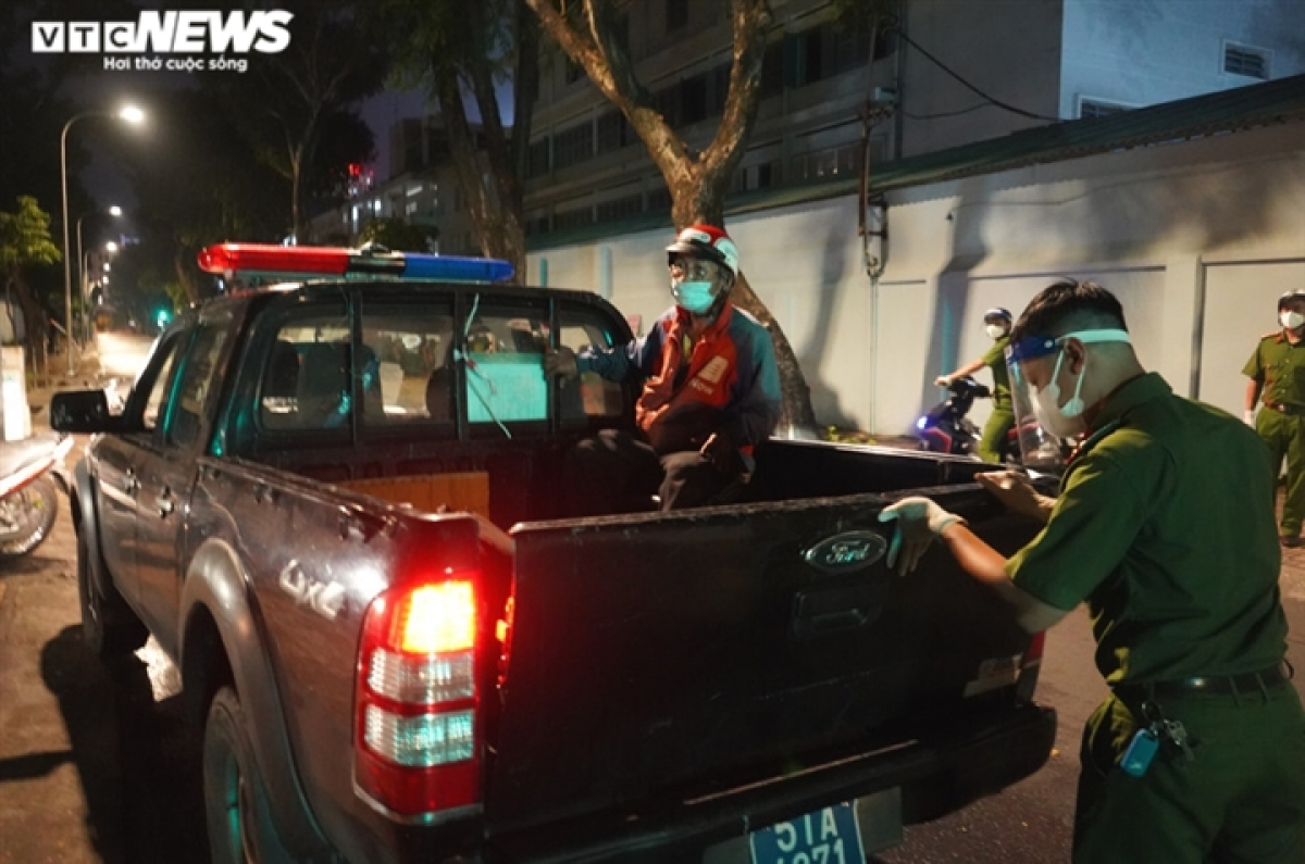 He is subsequently brought to the headquarters of the administration of Vo Thi Sau ward as part of anti-pandemic measures.