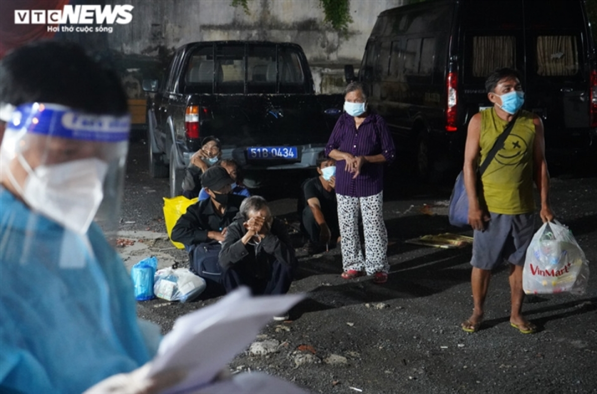 The crackdown operation comes after Deputy Prime Minister Vu Duc Dam requested on August 23 that the HCM City administration must take control of homeless people to curb the spread of the SARS-CoV-2 virus.