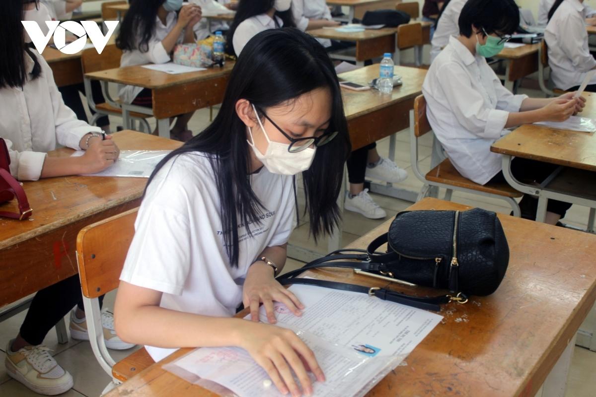 Một số thí sinh có điểm thi cao vẫn lo không đỗ nguyện vọng đã đăng ký trước đó, bởi phổ điểm các khối xét tuyển năm nay đều tăng.