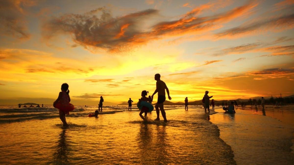 Những bãi biển tại đảo Hải Nam thu hút khách du lịch Trung Quốc. Nguồn: Reuters