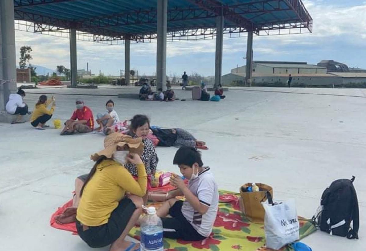23 công dân Thừa Thiên Huế tại trạm trung chuyển ở phía nam Đèo Hải Vân.