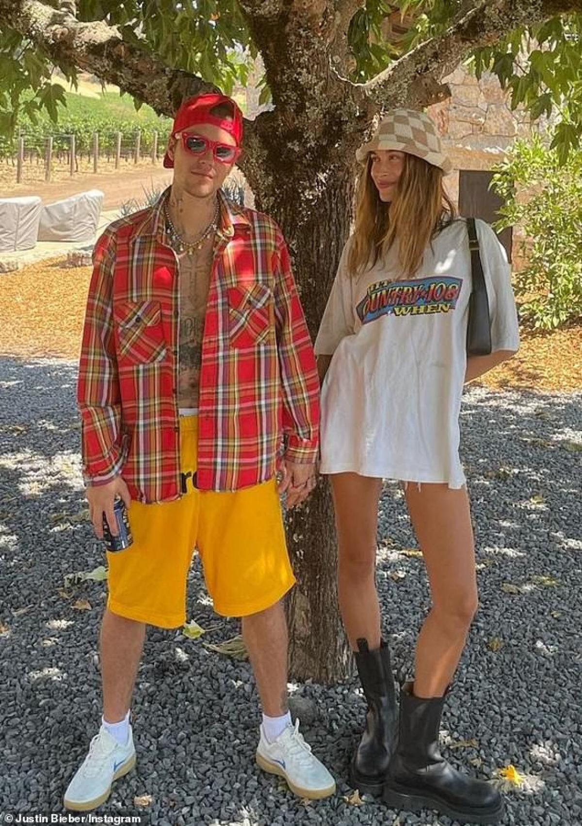 Justin Bieber mới đây đã khoe loạt hình ảnh nhằm ghi lại những chặng đường mà anh và bà xã Hailey Baldwin cùng nhau trải qua.