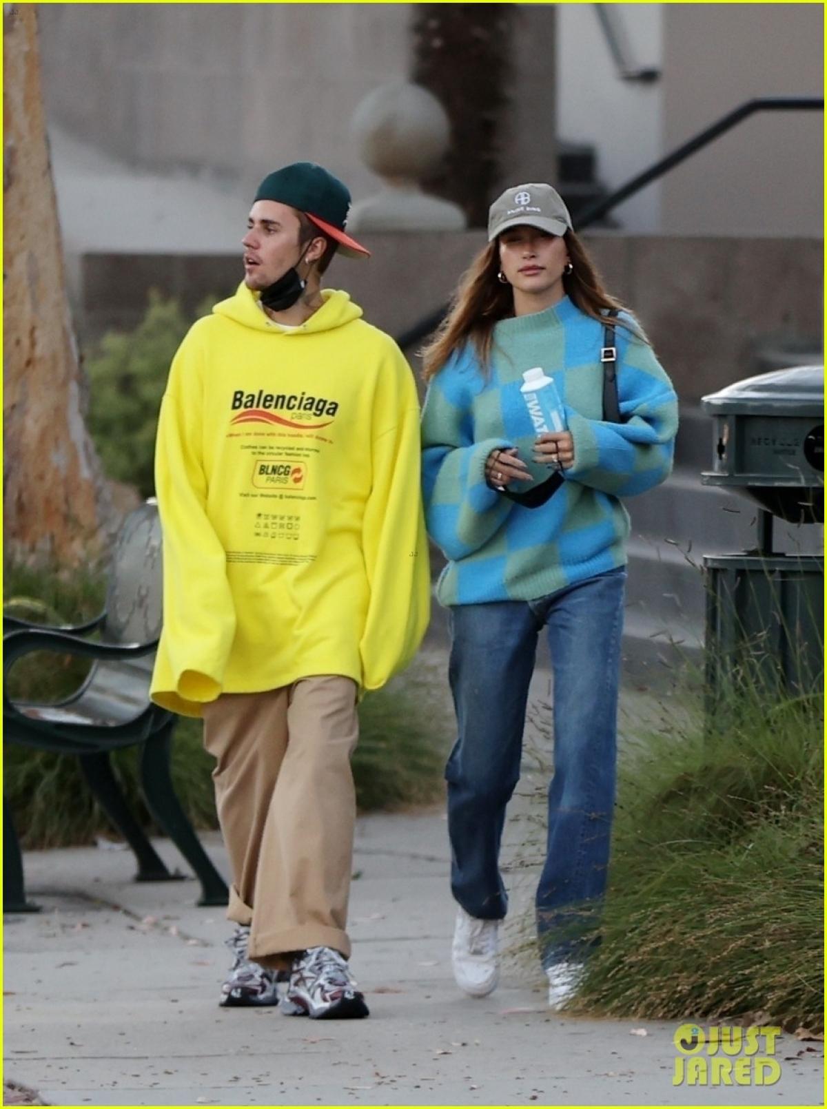 Justin Bieber và Hailey Baldwin cùng nhau đi ăn tối lãng mạn tại nhà hàng Lucky's Steak House ở California hôm 5/8.